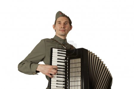 Советский солдат, играет на аккордеоне на белом фоне
