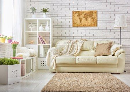 Foto de Moderna sala en colores brillantes - Imagen libre de derechos