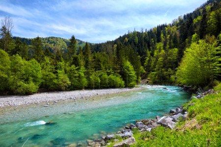 Photo pour Belle rivière et montagnes Paysage dans les Alpes - image libre de droit