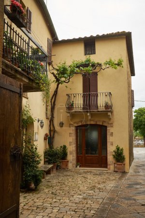 streets of old italian villages