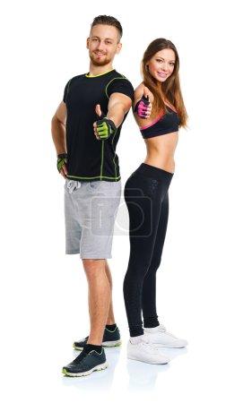 Photo pour Sport homme et femme après l'exercice de remise en forme avec un doigt vers le haut sur le fond blanc - image libre de droit