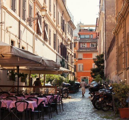 Photo pour Voie romaine. Italie. vieilles rues dans Trastevere - image libre de droit