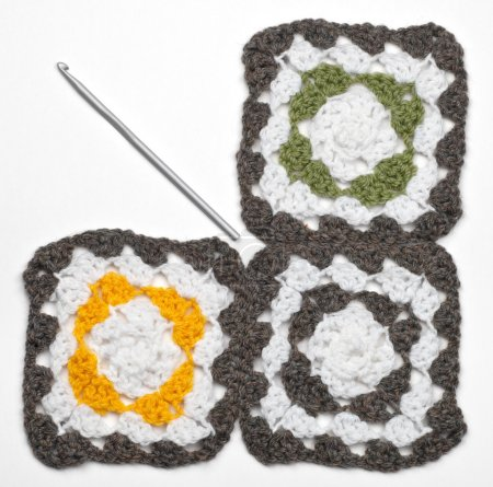 Knitted color pattern and crochet