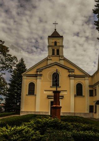 Photo pour Église de la Sainte Trinité à Lomza - église rektoralny appartenant au couvent des religieuses bénédictines. Il appartient au doyen Lomza - diocèse Saint-Michel de Lomza. Pologne, Voïvodie de Podlaskie, rue Dworna - image libre de droit