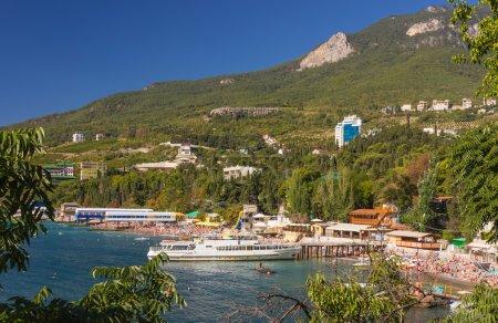 Photo pour Gurzuf et la montagne Ayu Dag en Crimée. Ukraine - image libre de droit