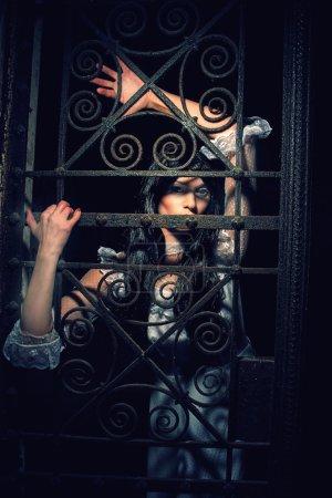 Photo pour Sorcière d'une crypte du cimetière - image libre de droit