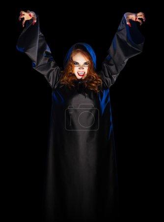 Photo pour Jeune sorcière isolée sur noir - image libre de droit