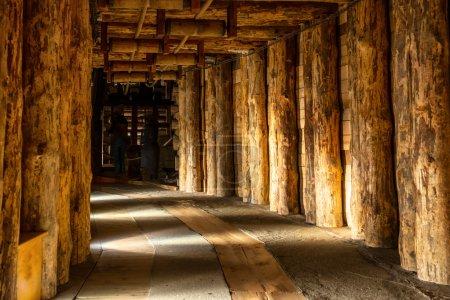 Photo pour Couloir souterrain à Wieliczka Salt Mine - image libre de droit