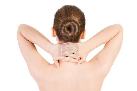Foto de Mujer desnuda teniendo dolor de cuello estiramiento . - Imagen libre de derechos