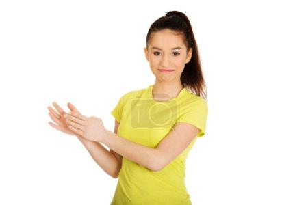 Photo pour Adolescent heureux frappant dans ses mains. - image libre de droit