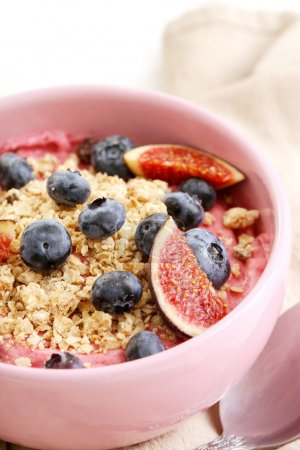 Mousse with blueberries and muesli