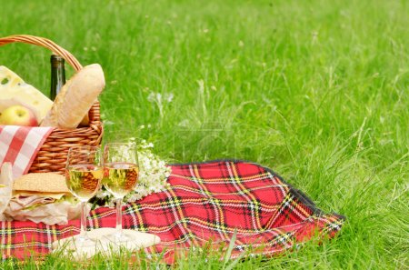 Picnic basket with apples