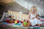 Krásná holčička s nápisem princezna
