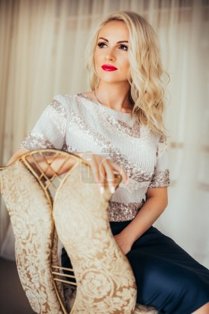 fashion blonde woman with red lipstick
