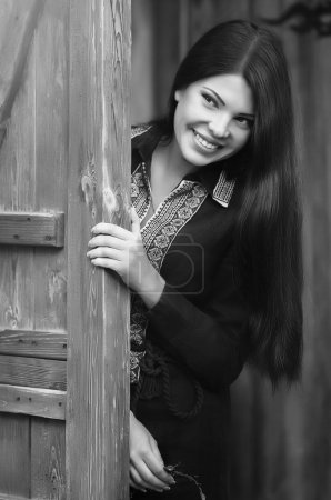 Photo pour Ukrainienne belle fille en vêtements nationaux - image libre de droit
