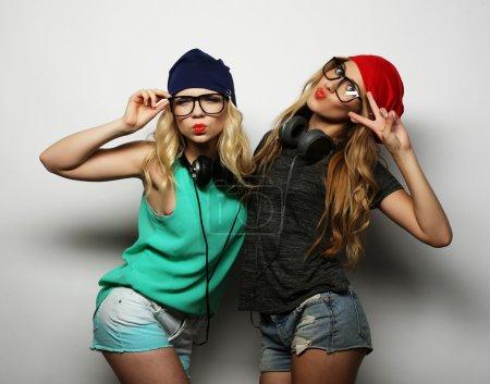 deux meilleures filles de hipster amis
