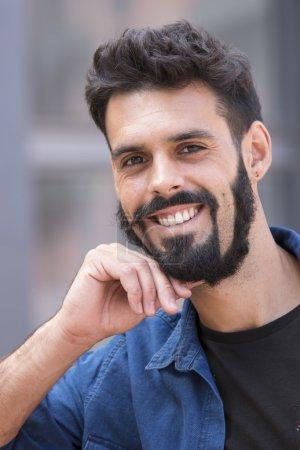 Foto de Hombre joven con barba - Imagen libre de derechos