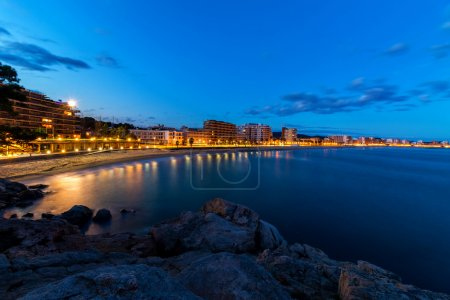 Photo pour Dans la nuit sur la Costa Brava (Espagne) - image libre de droit