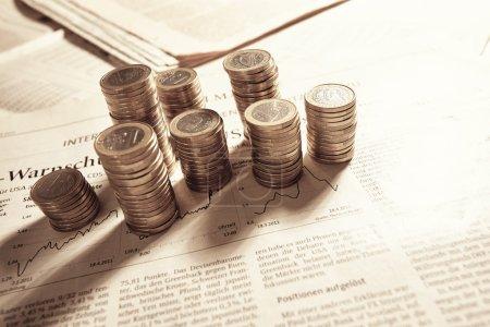 Photo pour Piles de pièces en euros, concept d'entreprise - image libre de droit