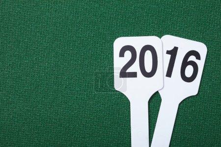 Photo pour Date 2016 isolé sur vert - image libre de droit