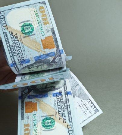 Photo pour Billets en dollars volants gros plan - image libre de droit