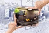 Ženské ruce rámování vlastní kuchyně design