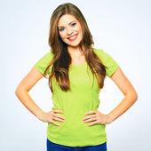 Mladá žena v zeleném tričku