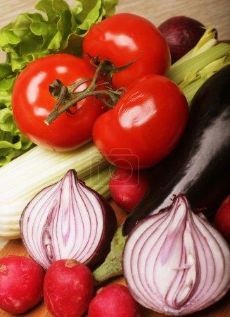 Photo pour Légumes pour salade, bons aliments pour l'alimentation - image libre de droit