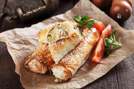Baked phyllo pastry rolls