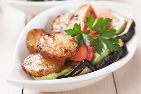 Photo for Oven baked spicy potato with grilled vegetables, healthy vegan meal - Royalty Free Image