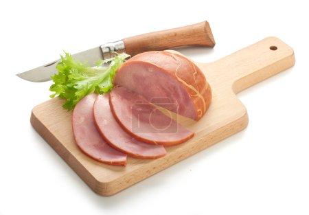 Photo pour Morceau de jambon haché sur la planche de bois - image libre de droit