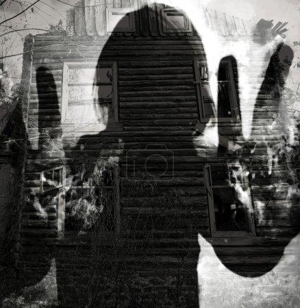 Photo pour Silhouette fantôme abstraite, fond horreur double exposition - image libre de droit