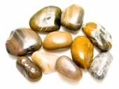 Dekorativní kameny na bílém pozadí