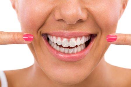 Photo pour Sourire et des dents saines femelles - image libre de droit