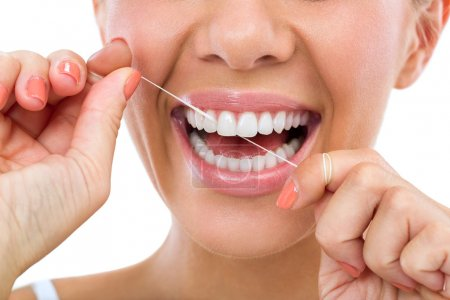 Photo pour Dents féminines saines et sourire - image libre de droit