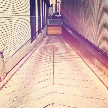Photo pour Ruelle en ville avec effet instagram - image libre de droit