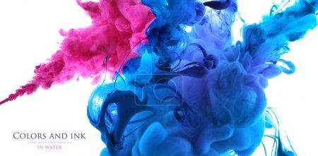 Acrylfarben im Wasser. Abstrakter Hintergrund.
