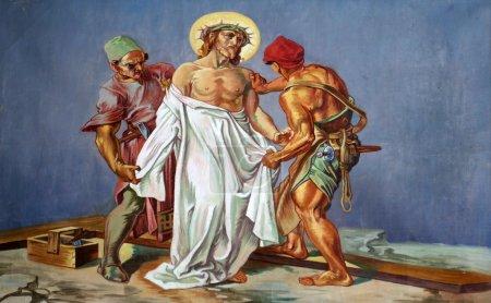 Photo pour 10e Chemin de Croix, Jésus est dépouillé de ses vêtements - image libre de droit