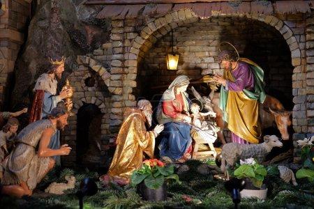 Photo pour Scène de la Nativité, crèche, ou crèche, naissance de Jésus dans l'église franciscaine de Graz, Styrie, Autriche le 10 janvier 2015. - image libre de droit