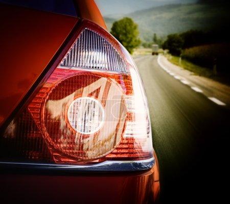 Photo pour Voiture rouge sur la route - image libre de droit