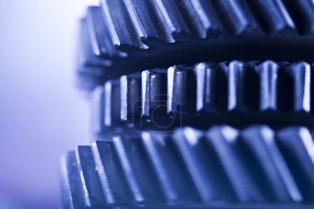 Photo pour Engrenages, mécanisme industriel sur fond flou - image libre de droit