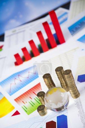 Finanzgrafik, Münzen und Globuskugel