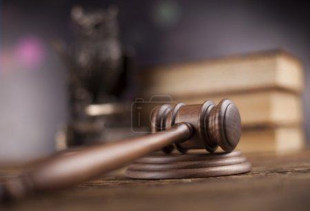 Photo pour Avocat en bois, concept de justice, système juridique - image libre de droit