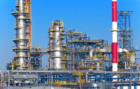 Photo pour Usine de traitement du pétrole et du gaz, raffinerie . - image libre de droit