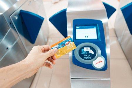 Photo pour 23 février 2021, Dubaï, Émirats arabes unis : Tapping nol metro card at turnstile and paying for transportation - image libre de droit