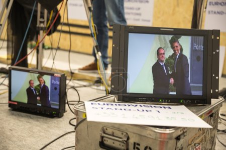 Photo pour PARIS, FRANCE - Nov 30, 2015: Hard work in the press centre during the 21st session of the UN Conference on Climate Change - image libre de droit