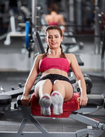 woman at the gym doing abs crunches