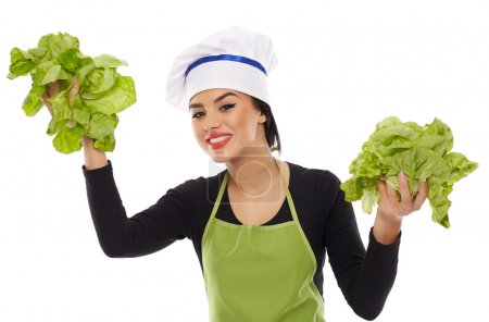 Photo pour Jeune femme chef tenant laitue et souriant heureux - image libre de droit