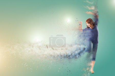 Foto de Excitada a mujer asiática bailando con copyspace. - Imagen libre de derechos