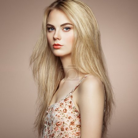 Photo for Fashion portrait of elegant woman with magnificent hair. Blonde girl. Perfect make-up. Hairstyle - Royalty Free Image